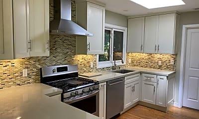 Kitchen, 491 Linfield Dr, 1