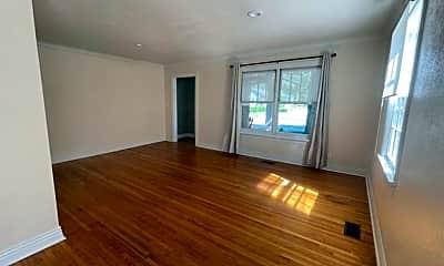 Living Room, 601 N Walnut Ave, 1