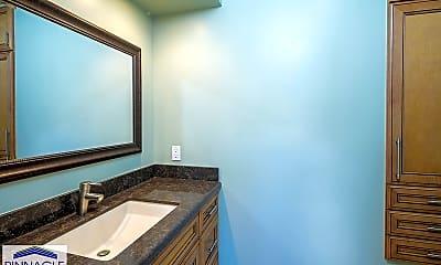 Bathroom, 2019 Ualakaa St, 2