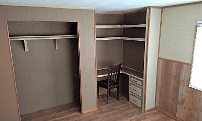 Living Room, 3201 E MacArthur Rd, 2