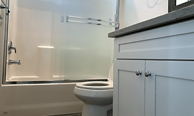 Bathroom, 4823 Riverton Ave, 2