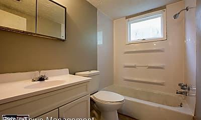 Bathroom, 4524 Lafayette Ave, 2