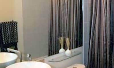 Bathroom, 525 N Graham St 2F, 2