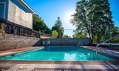 Pool, 1365 Magnolia Ave, 2
