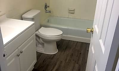 Bathroom, 4915 Saddlebrook Ln, 2
