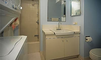 Bathroom, 1515 Ward Ave, 2