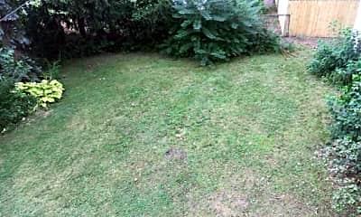 Yard 3.jpg, 506 W. Hazelhurst Flat #1, 2