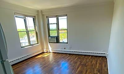 Living Room, 2630 W Berwyn Ave 508, 2