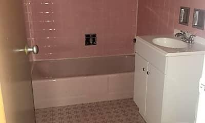 Bathroom, 2405 W Balmoral Ave, 2