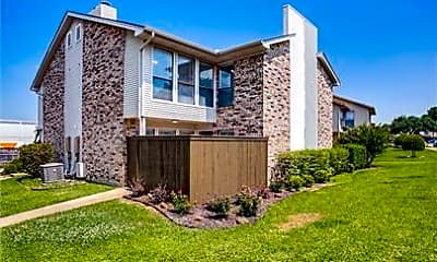 Building, 2813 Meadow Park Dr C, 2