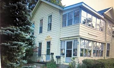 Building, 1118 Gotham St, 1