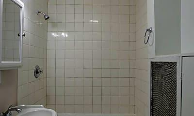 Bathroom, 606 S 32nd Ave, 2