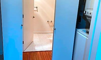 Bathroom, 1420 E Pine St, 2