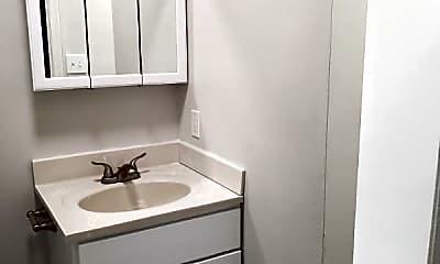 Bathroom, 700 Kecoughtan Rd, 2