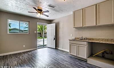 Living Room, 4820 Oak Ave, 1