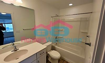 Bathroom, 122 E River View Dr, 1