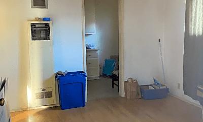 Living Room, 330 S 8th St, 1