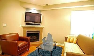 Living Room, 1009 N Oakley Blvd, 2