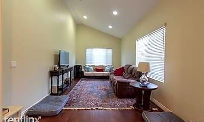 Living Room, 3026 Oakwood Ln, 2