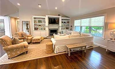 Living Room, 32 White Oak Ln, 0