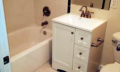 Bathroom, 4570 MacArthur Blvd, 2