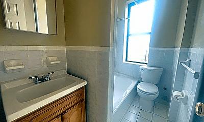 Bathroom, 2835 Bainbridge Ave, 2