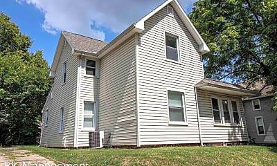 Building, 128 E Oak St, 1