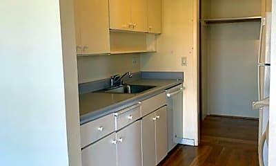 Kitchen, 8 Admiral Drive #327, 2