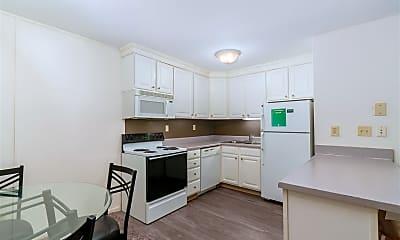Kitchen, 135 Collingwood Dr, 2