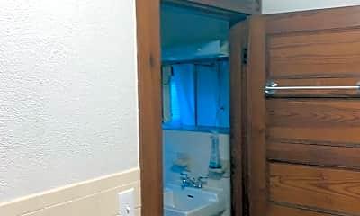 Bathroom, 83 Lovett St, 2