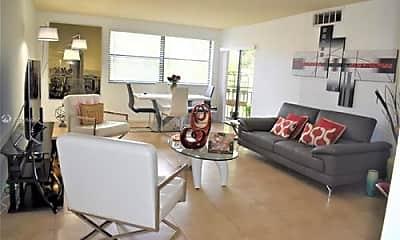 Living Room, 400 W Park Dr, 1