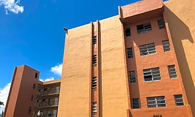 La Riviera Apartments, 2