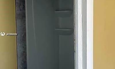 Bathroom, 427 N 14th St 427, 2