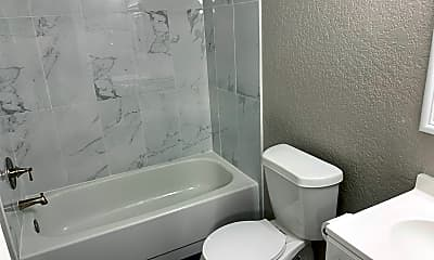 Bathroom, 605 Champion Ln, 2