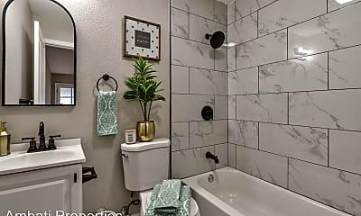 Bathroom, 1435 N Poplar Ave, 2