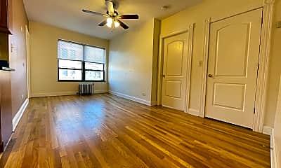 Living Room, 4552 N Clark St Apt: 315, 0
