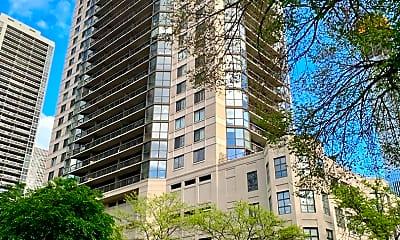 Building, 33 W Delaware Pl 15E, 0