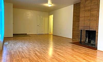 Living Room, 622 W Pilger St, 1