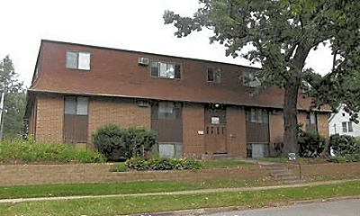 Building, 1012 E Burlington St, 1