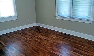 Bedroom, 909 W Daniel St, 2