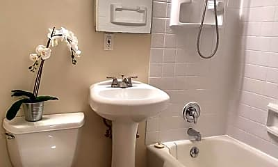 Bathroom, 535 13th Ave E, 2