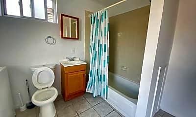 Bathroom, 2703 Poplar St, 2