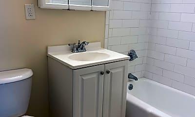 Bathroom, 260 Mt Auburn St, 2