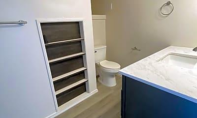 Bathroom, 2808 Hoyt Ave, 2