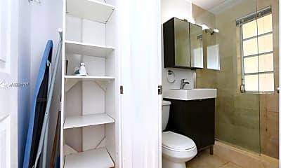 Bathroom, 1229 Euclid Ave 9, 2
