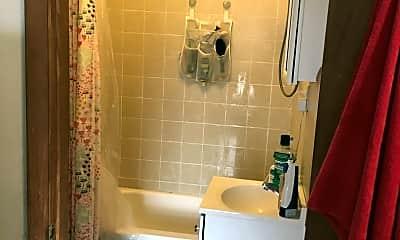 Bathroom, 1121 Mt Vernon St, 2