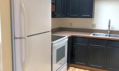 Kitchen, 181 Maplewood Dr, 1