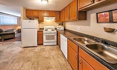 Kitchen, Maple Creek Village Apartments, 0
