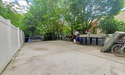 726 Courtlandt Ave 2-R, 2