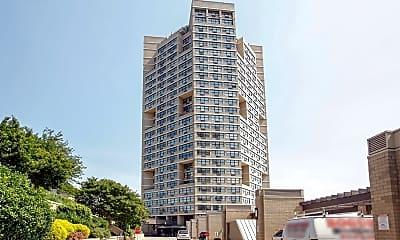 Building, 7004 Boulevard E 1A, 2